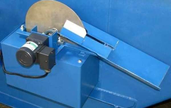 What types of oil skimmers in India are best to skim oil from water?