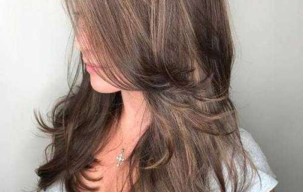 Feathered Hair – How To Cut Your Own Hair In Layers